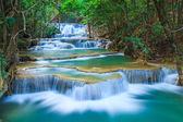 Tiefen Wald Wasserfall in Kanchanaburi, thailand