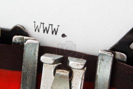 Photo pour Monde entier préfixe web www. sur une machine à écrire vintage, grand concept pour de nouveaux sites Web ou des articles de nouvelles impliquant quoi que ce soit à voir avec l'Internet - image libre de droit