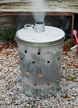 Garden waste incinerator bin