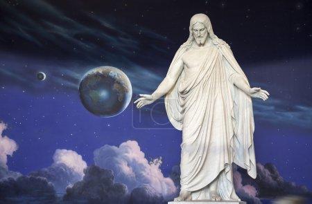 Photo pour Statue de Jésus-Christ est à l'intérieur du Centre des visiteurs du Nord à Temple Square, Utah . - image libre de droit