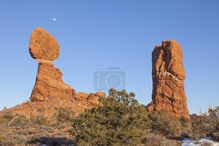 Photo pour Balanced Rock est un rocher naturel au parc national des Arches, Utah . - image libre de droit