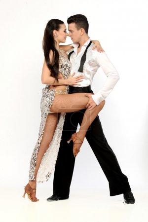 Photo pour Beau couple dans la danse de salon active - image libre de droit