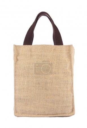 Photo pour Sac à provisions en sac de jute recyclée avec formant sur fond blanc - image libre de droit