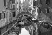 Benátky, Itálie - 13 března 2014: Podívejte se do rio dei frari průplavu
