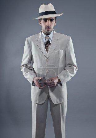 Мафия моды человек носить белые