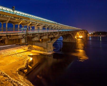 Мост Метро Киев вечером