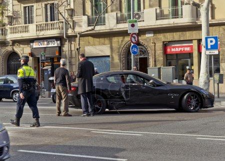 Авария Мазерати автомобиля в Барселоне