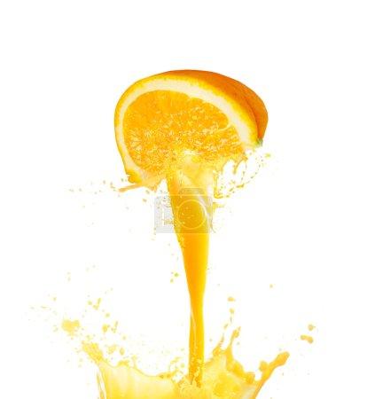 Photo pour Éclaboussures de jus d'orange isolé sur fond blanc - image libre de droit