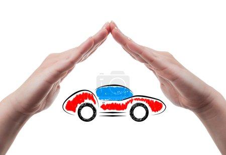 Photo pour Concept d'assurance de véhicule de sport à l'aide des mains protection isolés sur fond blanc - image libre de droit