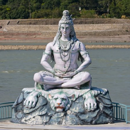 Photo pour Shiva, idole hindoue sur le Gange, Rishikesh, Inde - image libre de droit