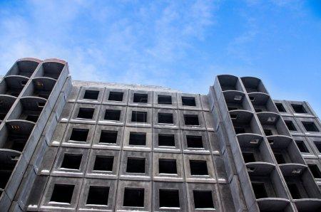 édifice inachevé