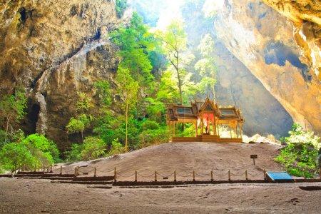Photo pour Grotte et pavillon Asie Prachuap Khiri Khan Province thailand - image libre de droit