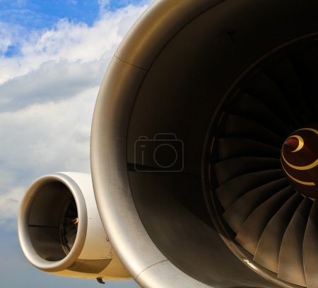 Operating an aircraft jet engine