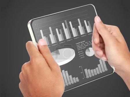 Geschäftsdiagramm Finanzkonzept auf transparentem Bildschirm Tablet-PC