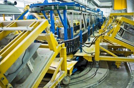Photo pour Ligne de production robotique industrielle pour mousse - image libre de droit