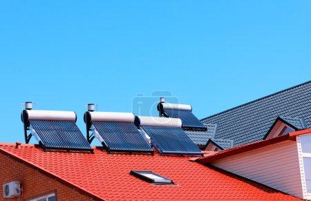 Foto de Paneles contemporáneo agua caliente en una casa - Imagen libre de derechos