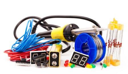 Set of electronic elements