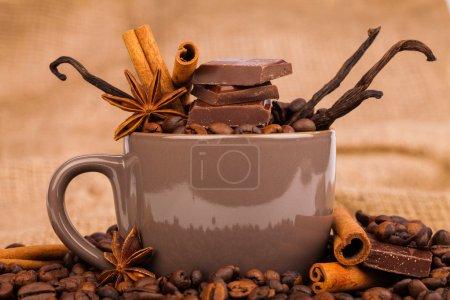 Photo pour Coupe et grains de café - image libre de droit