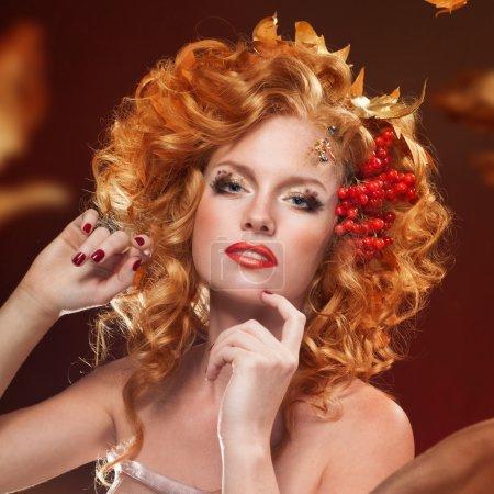 Photo pour Portrait de mode de femme d'automne. Tomber. Belle fille . - image libre de droit