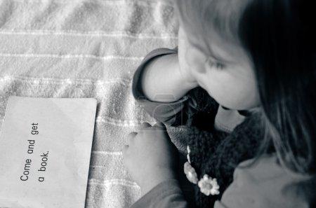 Photo pour Pré-maternelle Apprendre à lire le livre anglais . - image libre de droit