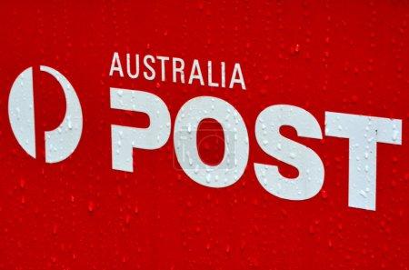 Photo pour Melbourne - apr 10 2014:australian case postale signe et symbol.it est une entreprise publique, autofinancement et utilise ses actifs et les ressources pour réaliser des profits au gouvernement du commonwealth. - image libre de droit