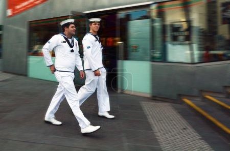 Photo pour MELBOURNE - 13 avril 2014 : Marine royale australienne sur la place de la Fédération.La Marine royale australienne (RAN) se compose de 51 navires mis en service et de plus de 16 000 personnes . - image libre de droit