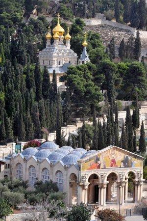 Photo pour Jerusalem - dec 12 2008:gchurch de toutes les nations et st. mary magdalene church sur le Mont des oliviers à Jérusalem, le Mont israel.the a été un lieu de culte juif et chrétien depuis l'antiquité - image libre de droit
