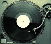 Pohled shora staromódní gramofon hraje skladby
