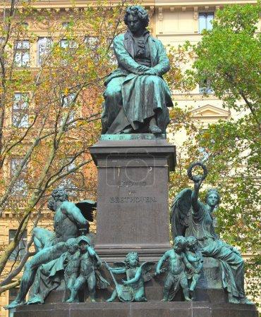 Photo pour Statue de Ludwig van Beethoven à Vienne, Autriche Elle a été dévoilée en 1880 - image libre de droit