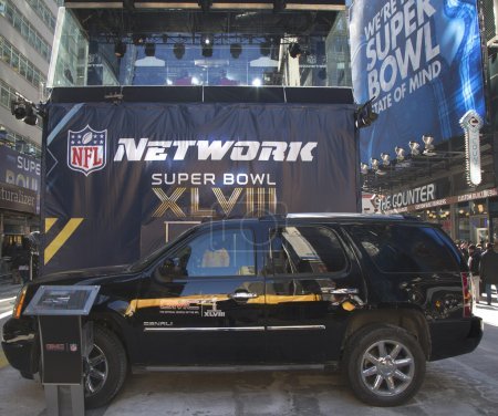Photo pour NEW YORK - JANUARY 30 GMC SUV in the front of NFL Network broadcast set on Broadway during Super Bowl XLVIII week in Manhattan on January 30, 2014. Super Bowl Boulevard was engineered by GMC - image libre de droit
