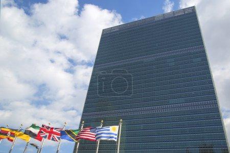 Photo pour New york city - le 20 mars l'ONU à manhattan à partir de 20 mars 2014 à new york le complexe a été le siège officiel des nations Unies depuis son achèvement en 1952 - image libre de droit