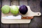 Zelí a nůž na řezání Rada příprava na vaření