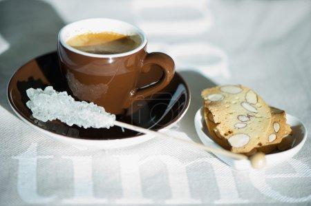 Foto de Café. capuchino. mañana soleada. - Imagen libre de derechos