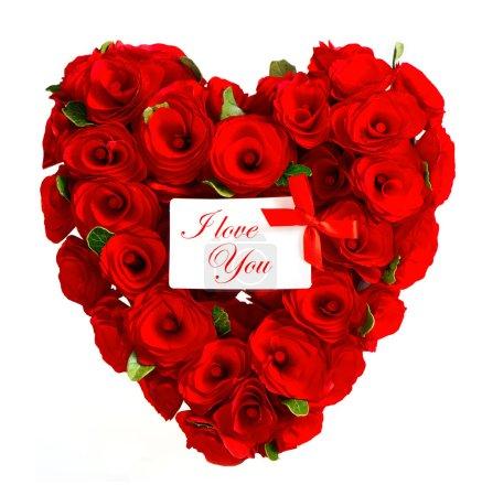 Photo pour Je t'aime. Concept de carte de Saint-Valentin. coeur rouge de roses avec carte blanche pour votre texte - image libre de droit