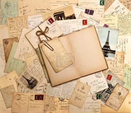 Photo pour Vieilles lettres, français de cartes postales et vide livre ouvert. nostalgique fond vintage - image libre de droit