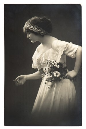 Young woman posing with daisy flowers