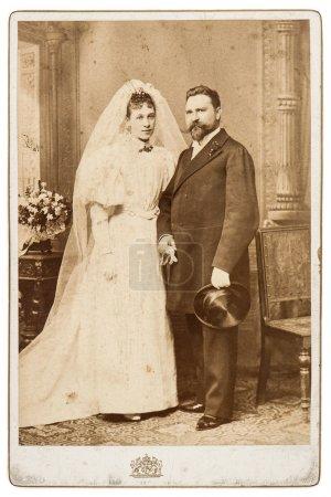 Photo pour Photo de mariage Vintage. couple juste marié vers 1900. photo nostalgique - image libre de droit