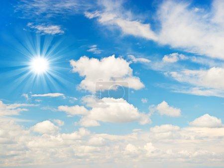 Photo pour Ciel bleu nuageux - image libre de droit