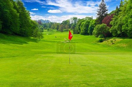 Photo pour Terrain de golf. paysage européen - image libre de droit