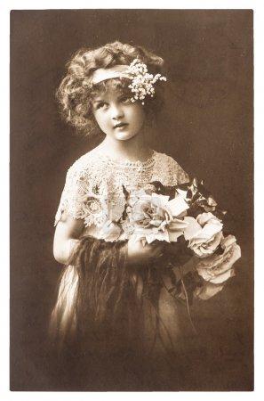 Photo pour Portrait nostalgique vintage de la petite fille ca. 1918 . - image libre de droit