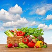 Постер Свежие овощи и травы с