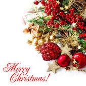 Cetky, zlatého věnce, vánoční strom a červené bobule