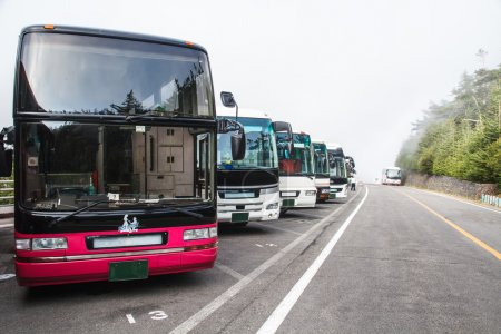 Photo pour Parking pour autobus de voyage, Japon . - image libre de droit