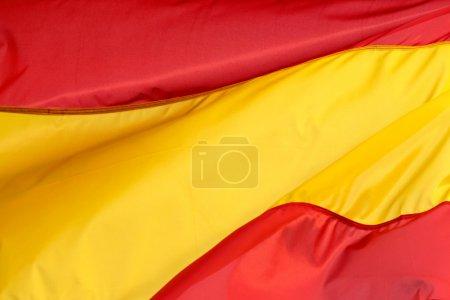 Photo pour Un drapeau espagnol dans le vent - image libre de droit