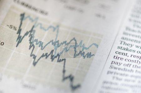 Photo pour Affichage d'un journal sur le marché boursier - image libre de droit