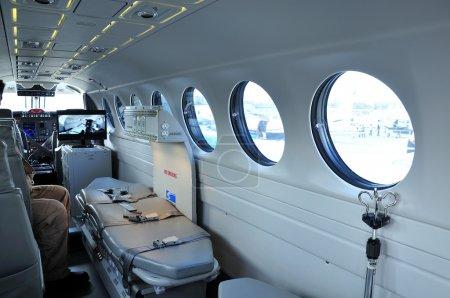 Photo pour L'avion utilisé pour le transport de patients ambulance - image libre de droit