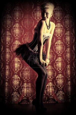 Photo pour Portrait d'une belle femme sexy posant en studio . - image libre de droit