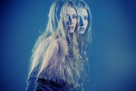 Photo pour Photo de mode d'art d'une belle jeune femme blonde . - image libre de droit