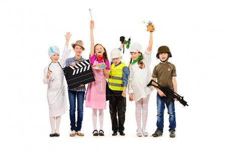 Photo pour Un groupe d'enfants vêtus de costumes de différentes professions. isolé sur blanc. - image libre de droit