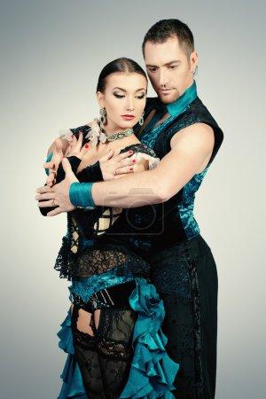 Photo pour Beautiful professional dancers perform tango dance with passion and expression. - image libre de droit